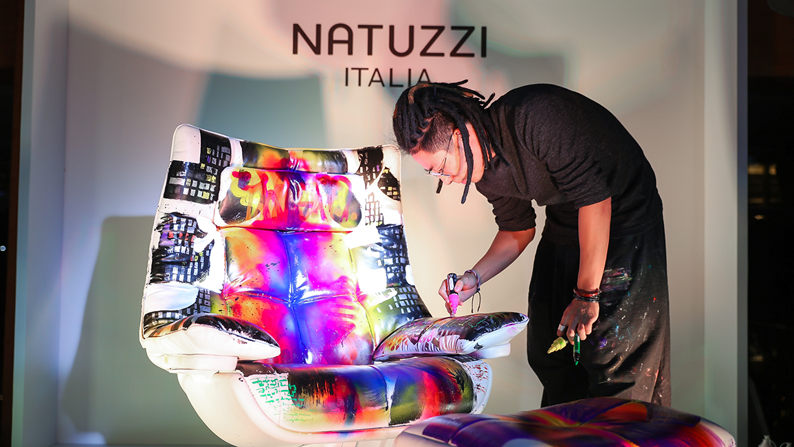 Natuzzi-Italia-celebrates-art-and-design-with-an-installation-by-Xu-Zhen-5bf7c03238cfd4.png